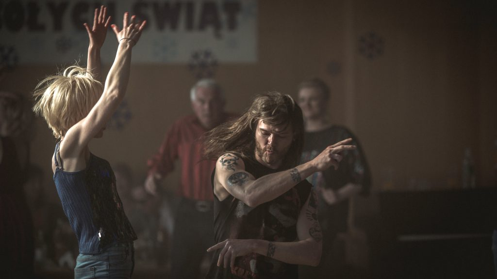 Dagmara (Małgorzata Gorol) und Jacek (Mateusz Kościukiewicz) lieben Heavy Metal © Xenix Filmdistribution GmbH