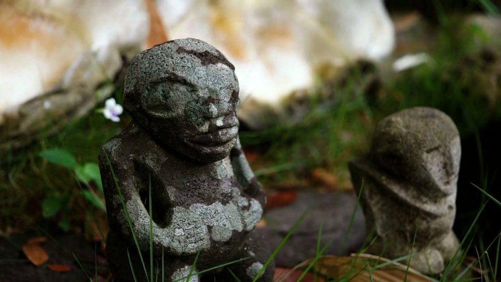 Anthropomorphe (Tikis), Tempel von Sunny Walker © ORF/NEW DOCS