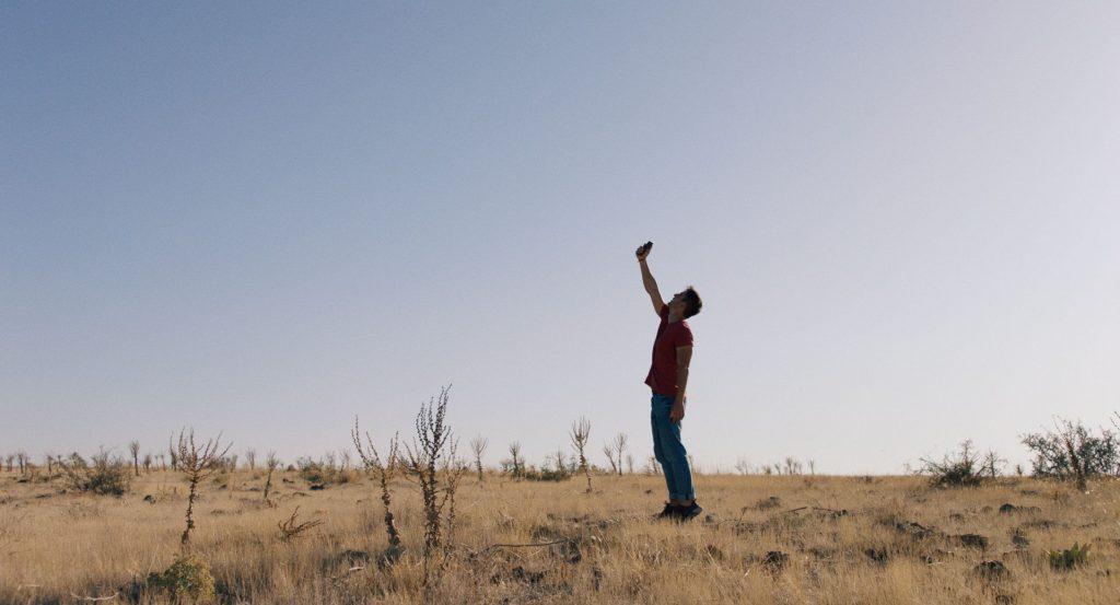 Beyto (Burak Ates) wartet vergeblich auf ein Zeichen seines Geliebten © Frenetic Films