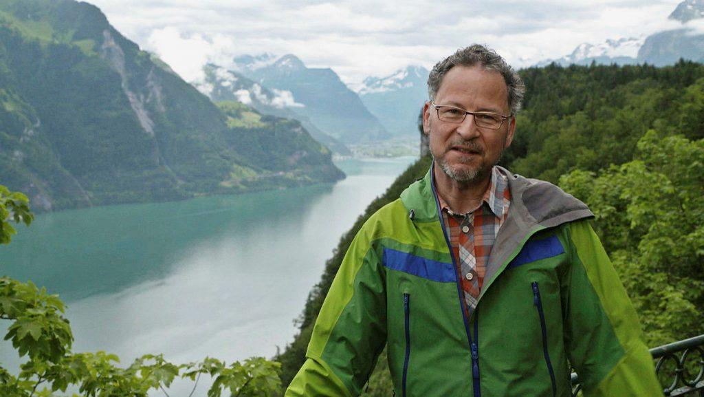 Norbert Bischofberger über dem Vierwaldstättersee. Spirituelle Wege - Zentralschweiz © SRF